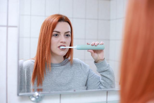 Wrażliwe zęby – jaką szczoteczkę wybrać?
